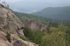 Roccia del ` s Dovbush/delle montagne carpatiche Fotografie Stock