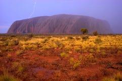 Roccia di Ayers, colpo di lampo di Uluru, tempesta della pioggia Fotografia Stock Libera da Diritti