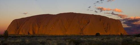 Roccia di Ayers - di Uluru al tramonto Fotografia Stock