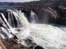 Roccia di parete, estuario, fiume, corrente, natura fresca, roccia fresca, Immagini Stock Libere da Diritti