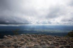 Roccia di sforzo con la nuvola Immagine Stock