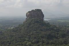 Roccia di Sigiriya dalla roccia di Pidurangala, Sri Lanka Fotografia Stock Libera da Diritti