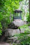 Roccia di Tarpeian nel parco Sofiyivka fotografie stock