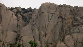 Roccia di Ulsanbawi Montagna nel parco nazionale di Seoraksan, Corea del Sud video d archivio