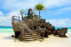 Roccia di Willy's sulla spiaggia bianca dell'isola di Boracay, Filippine Immagini Stock