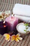 Roccia e candela di tema della stazione termale immagine stock libera da diritti