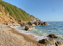 Roccia e pietre in acqua sulla costa del mare giapponese Fotografie Stock Libere da Diritti