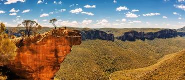 Roccia e valle d'attaccatura nelle montagne blu, Australia di Grose Fotografia Stock