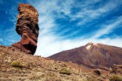 Roccia eccezionale e la cima del vulcano di Teide fotografie stock libere da diritti