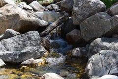 Roccia ed acqua Fotografie Stock