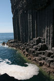 Roccia eruttiva all'entrata alla caverna del Fingal. Immagini Stock Libere da Diritti