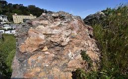 Roccia francescana della selce cornea dall'età dei rettili, Corona Heights Park con una vista di San Francisco, 3 fotografie stock libere da diritti