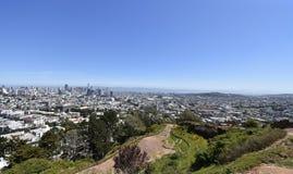 Roccia francescana della selce cornea dall'età dei rettili, Corona Heights Park con una vista di San Francisco, 6 fotografia stock libera da diritti