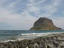 Roccia nel mare fotografie stock