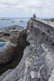 Roccia Shihtiping, Taiwan di seduta dell'uomo Fotografia Stock