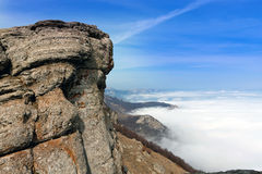 Roccia sopra la valle Fotografia Stock