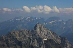 Roccia stratificata della gamma di Alpstein Giorno di estate nelle alpi svizzere Immagini Stock