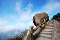 Roccia sulla parte superiore della montagna Fotografia Stock