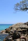 Roccia sulla spiaggia Fotografie Stock