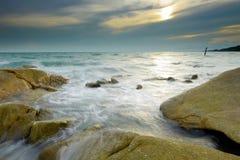 Roccia sulla spiaggia in Tailandia Fotografia Stock Libera da Diritti