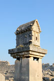 Roccia-tagli le tombe della città antica della Turchia Patar Fotografie Stock