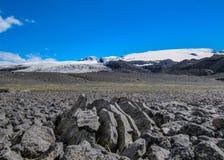 Roccia vulcanica e ghiacciaio di Vatnajokull in Kverkfjoll, altopiani dell'Islanda, Europa fotografia stock