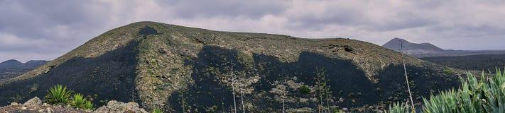 Roccia vulcanica a Lanzarote, foto a colori di panorama immagini stock libere da diritti