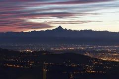 Rocciamelone et Turin au crépuscule image stock