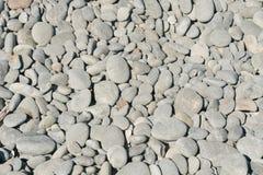 Roccioso su forma rotonda della riva di mare fotografie stock libere da diritti