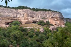 Rocha com cavernas Fotografia de Stock