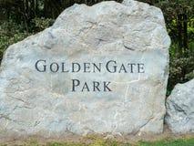 A rocha da entrada de Golden Gate Park assina dentro San Francisco foto de stock