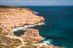 Rocha da ilha nos penhascos do parque nacional de Kalbarri, WA, Austrália Ocidental, Oceano Índico imagens de stock royalty free