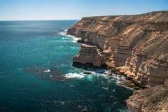 Rocha da ilha nos penhascos do parque nacional de Kalbarri, WA, Austrália Ocidental, Oceano Índico imagens de stock