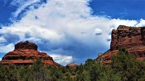 Rocha de Bell contra um céu do verão imagens de stock royalty free