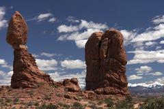 Rocha de equilíbrio no parque nacional dos arcos Imagens de Stock