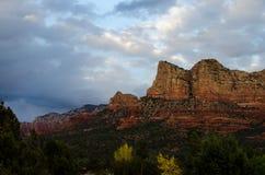 Rocha de Gibraltar em Sedona, o Arizona no crepúsculo Imagem de Stock Royalty Free
