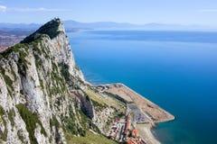 Rocha de Gibraltar pelo mar Mediterrâneo Foto de Stock