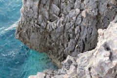 Rocha de pedra no mar de adriático Imagens de Stock