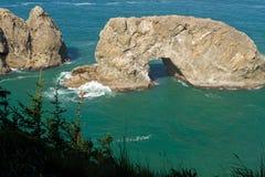Rocha do arco, costa de Oregon imagens de stock