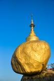 Rocha dourada, Myanmar. fotografia de stock