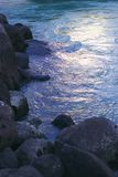 Rocha e água Fotografia de Stock Royalty Free