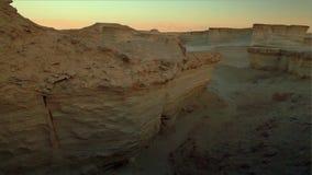 A rocha e a garganta dos estratos revelam video estoque