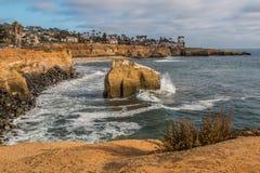 Rocha e penhascos do pássaro em penhascos do por do sol, San Diego Fotografia de Stock Royalty Free