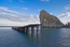Rocha e praia em Simeiz Imagem de Stock Royalty Free