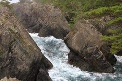 A rocha e Ranboya de Kaminariiwa gorge na costa de Goishi foto de stock