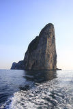 Rocha em um mar de Admanian Fotos de Stock