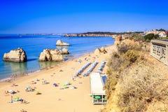 rocha för da-portimaoportugal praia royaltyfri fotografi