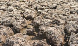 A rocha foi corroída pela chuva, vento, água, para faz o fundo Foto de Stock Royalty Free