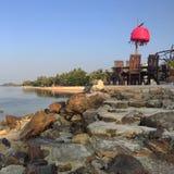 Rocha na praia Foto de Stock