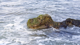 Rocha no mar imagens de stock